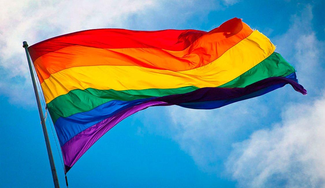 Ao contrário do que dizem uns aloprados nos púlpitos, os casais homoafetivos estão a preservar o casamento e a família. Estão a querer celebrar o amor juntos, não mais escondidos