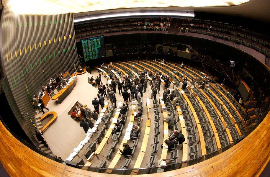 A emenda 25 de autoria do PDT, do líderAndré Figueiredo (CE), não tinha apoio do Governo Federal. Esta é a segunda votação que o PDT trabalha para derrotar o Governo. Segundo o líder do Governo na Câmara, José Guimarães (PT), o reajuste de R$ 50 bilhões vai ajudar o BNDES a atender à demanda pelo aumento da competitividade da indústria brasileira