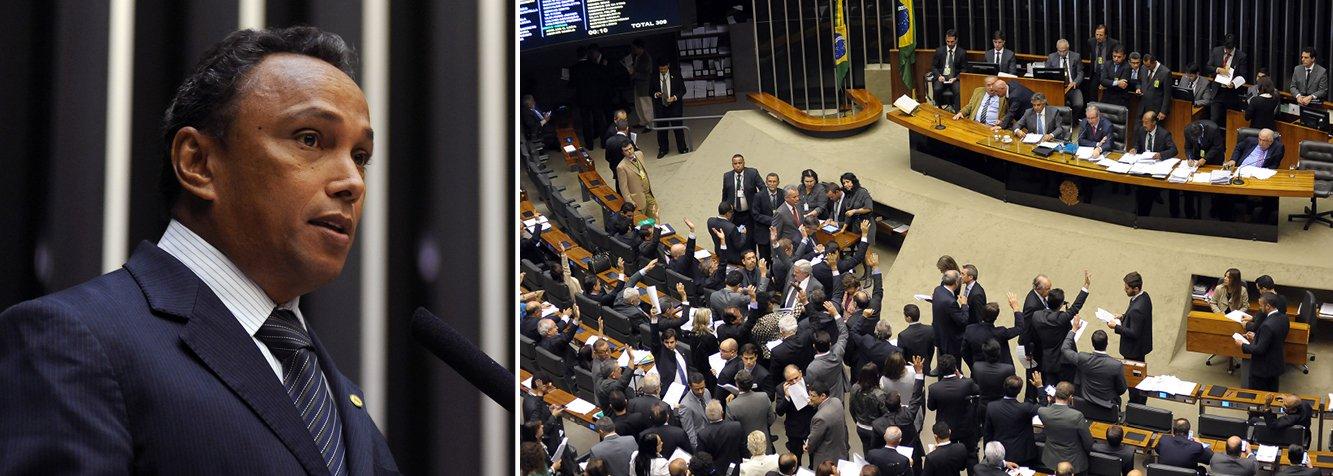 """Líderes da base governista na Câmara deixaram nesta quarta-feira, 24, o Palácio do Jaburu otimistas com a votação do projeto de lei que reduz a desoneração da folha de pagamentos de empresas; parlamentares discutiram as estratégias e posições das legendas com o vice-presidente da República, Michel Temer (PMDB), e esperar votar nesta noite o projeto; deputado Sibá Machado, líder do PT na Câmara, afirmou que, mesmo com críticas às exceções criadas pelo relator, Leonardo Picciani (PMDB), a bancada votará a favor do texto integral; """"Estamos fazendo um esforço de acompanhar também nas excepcionalidades"""", disse o petista"""