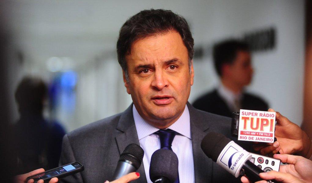 Pesquisa realizada pelo Instituto Paraná Pesquisas aponta que o senador Aécio Neves (PSDB) venceria a disputa presidencial no Estado do Paraná caso as eleições presidenciais de 2018 fossem disputadas hoje; segundo o levantamento, Aécio teria 46,8% dos votos válidos; em seguida, aparecem a ex-senadora Marina Silva – que apesar de estar abrigada no PSB tenta criar o seu próprio partido, a Rede Sustentabilidade -, com 17,9%, e o ex-presidente Luiz Inácio Lula da Silva, com 14,9% das intenções de voto