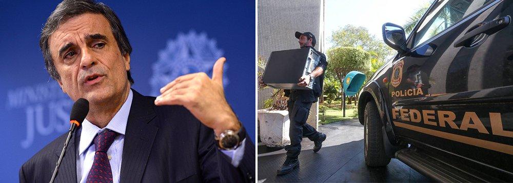 Os tiros da Operação Acrônimo, da Polícia Federal, podem sair pela culatra; a PFteme que, ao negar o pedido de busca na casa do governador de Minas, Fernando Pimentel (PT), e no BNDES, o STJ tenha dado argumentos para que o governo aponte, internamente, abusos na operação; excessos da PF foram discutidos em reunião do ministro da Justiça, José Eduardo Cardozo, com a presidente Dilma Rousseff hoje no Planalto