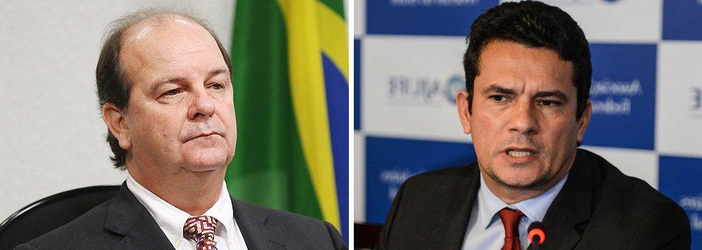 """Criminalista Eduardo de Moraes, que defende o ex-diretor de Abastecimento da Petrobras Jorge Luiz Zelada, preso nesta quinta-feira, 2, pela Operação Lava Jato, classificou de 'absolutamente desnecessária' a prisão; advogado disse que não teve acesso ao decreto de prisão e criticou a decisão do juiz Sérgio Moro; """"Esse Juízo está transformando a prisão, que é medida de exceção, em regra, ferindo princípios constitucionais"""", afirmou"""