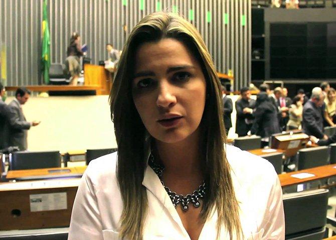 """Três deputadas que estavam, de certa forma, protegidas do veneno que flui na internet - Mara Gabrilli (PSDB), Clarissa Garotinho (PR) e Professora Dorinha (DEM) - passaram a ser vítimas de injúrias sexistas e acusações de que eram """"comunistas"""""""