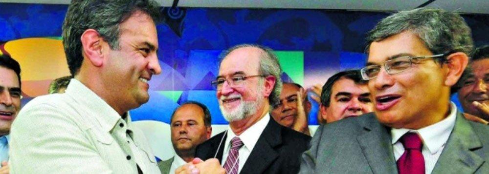 """O anúncio foi feito pelo deputado Marcos Pestana (PSDB-MG), que disse que o senador mineiro Aécio Neves (PSDB-MG) está pronto para disputar eleições presidenciais neste ano, ou seja, três anos antes da data prevista; Pestana afirma que, se houver eleições antecipadas (o que não haverá), Aécio será candidato; """"Essa alternativa casa com a motivação de Aécio e é inegável que o favorece"""", disse Pestana; """"Mas não é porque o favorece que nós construímos essa tese"""""""