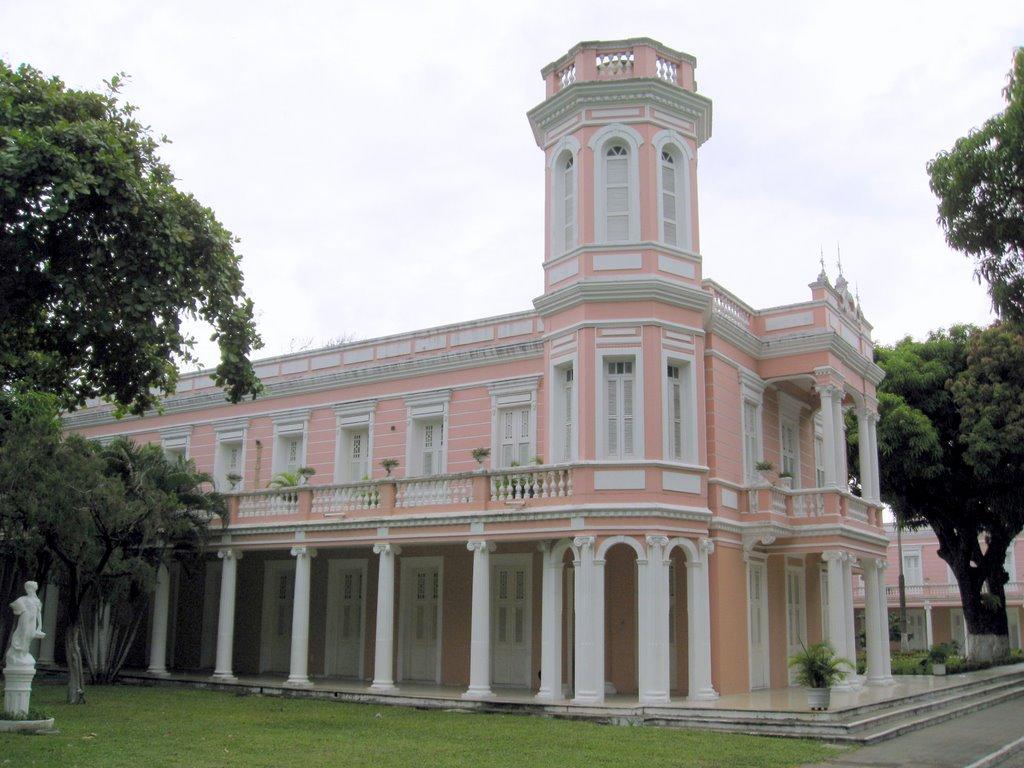 Em assembleia realizada na noite de quarta-feira (12), os professores de três universidades federais do Ceará votaram a favor de greve por tempo indeterminado, que deve ter início no dia 18. Na tarde desta quinta (13) acontece Assembleia Geral Extraordinária para homologar o resultado