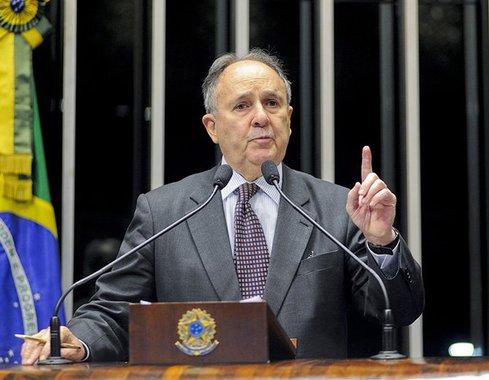 A trajetória e o alinhamento político do formulador da proposta, o senador Cristovam Buarque (PDT-DF), encarregam-se de revelar seu simplismo, que não corresponde à complexidade do espectro de forças políticas do país