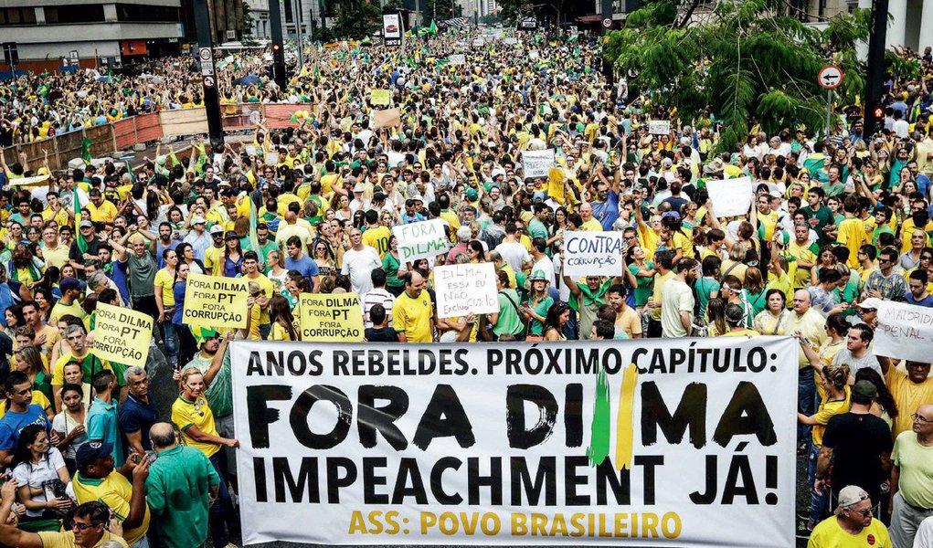 São golpistas manipulados e golpistas mal-intencionados. Todavia, são a mesma face da mesma moeda. Impeachment é golpe, e a eleição vencida por Dilma Rousseff acabou há dez meses