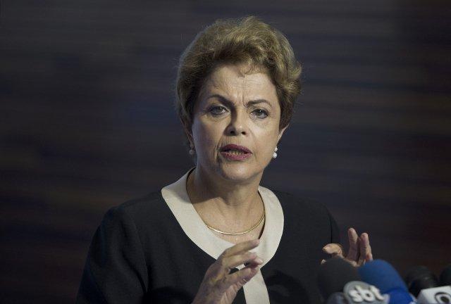 Manda a mídia, manda o juiz Sergio Moro, manda o procurador Fernando Lima, manda a Policia Federal, manda o deputado Eduardo Cunha, manda o senador Renan Calheiros. Quem menos manda é a presidenta Dilma