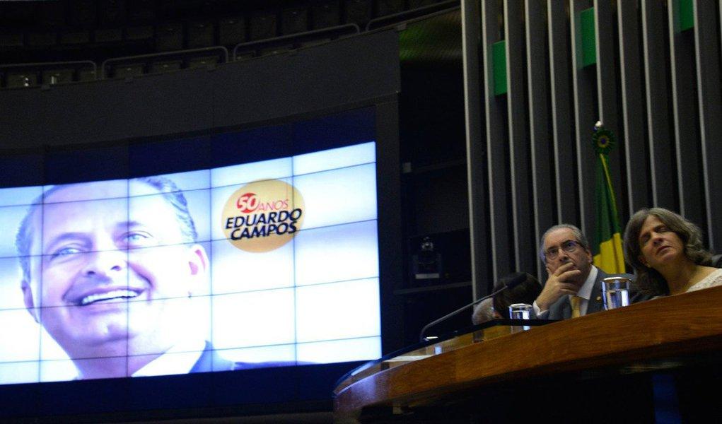 Com o plenário Ulysses Guimarães cheio, a Câmara dos Deputados homenageou nesta quarta-feira o ex-deputado, ex-governador de Pernambuco e ex-ministro Eduardo Campos (PSB), morto em 13 de agosto de 2014 num acidente aéreo em Santos, durante a campanha eleitoral pela Presidência da República