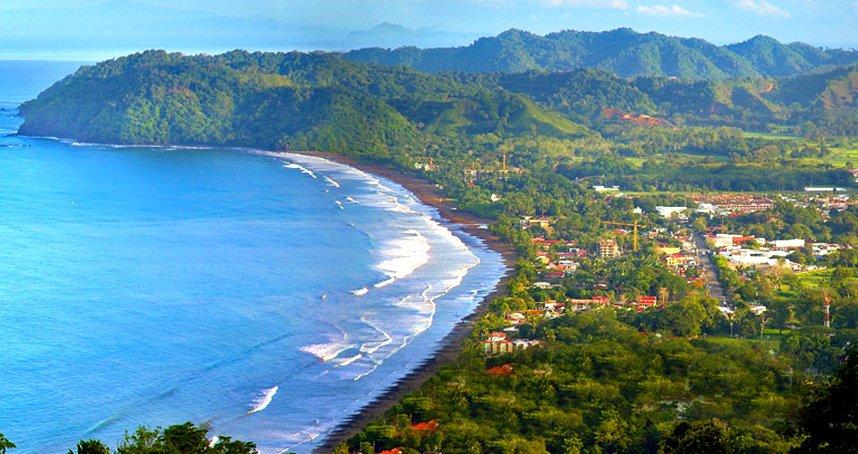 O turismo representa hoje a maior fonte de riqueza do país. Por trás do discurso oficial de proteção ambiental e do desenvolvimento sustentável, a realidade é bem outra