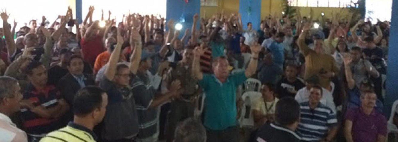 """Policiais militares e integrantes do Corpo de Bombeiros de Alagoas decidiram, em assembleia, iniciar o que eles batizaram de """"Operação Padrão"""", que significa que só vão trabalhar se tiverem todas as condições legais e estruturais; estratégia é utilizada para pressionar o governo do Estado a apresentar uma proposta de reajuste que não esteja fracionada durante os próximos três anos"""