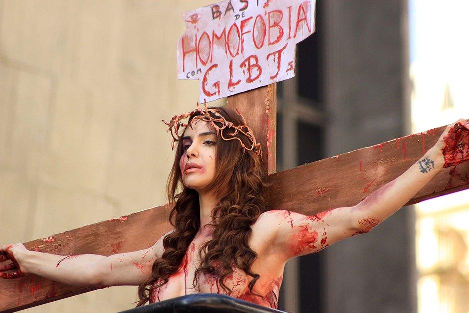 A crucificação de uma transexual: o movimento LGBT na berlinda
