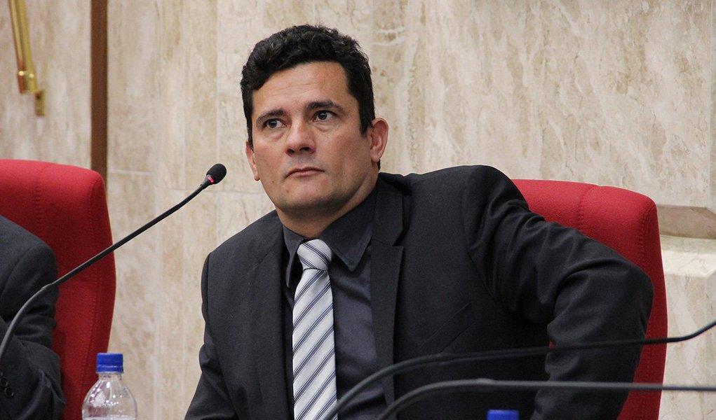 Ex-diretor da Petrobras Nestor Cerveró foi alvo de uma pena de mais de 12 anos de prisão; a prisão do lobista Fernando Soares, o Fernando Baiano, foi fixada em 16 anos; enquanto a do empresário Júlio Camargo, 14 anos de prisão; o doleiro e delator da Lava Jato Alberto Youssef, que também era réu nessa ação, foi absolvido