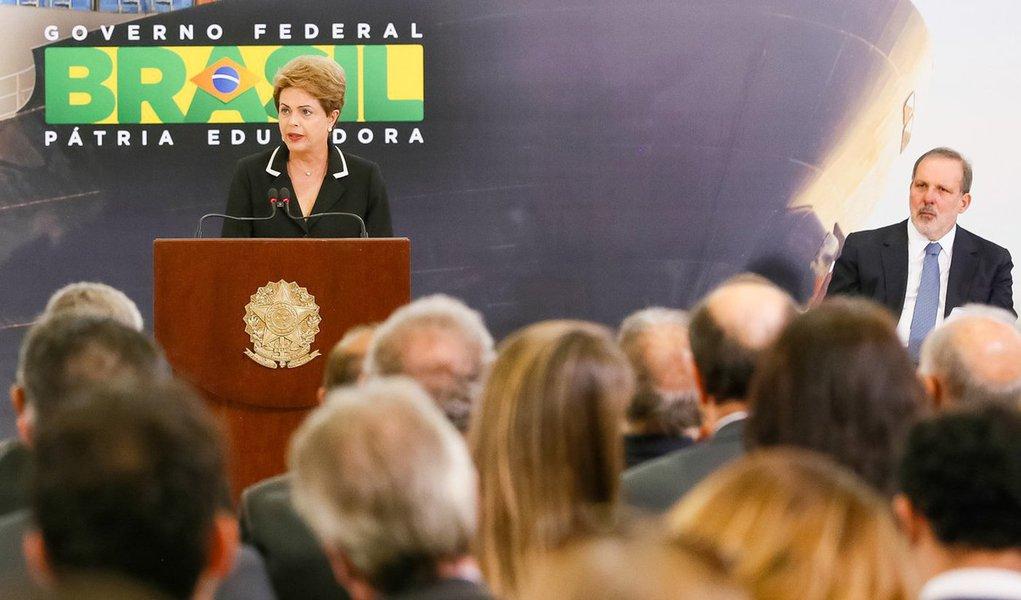 """Com o lema """"mais Brasil no mundo"""", presidente lança o Plano Nacional de Exportação como mais uma medida da agenda positiva do governo em prol da recuperação do crescimento econômico; """"Vamos fazer do comércio exterior elemento central da agenda de competitividade e de crescimento da economia. Vamos em busca desses mercados, vamos levar o Brasil para o mundo"""", discursou Dilma Rousseff; segundo ela, aumentar a participação do País no comércio mundial é """"palavra de ordem""""; o plano prevê, entre outras medidas, a ampliação de US$ 15 bilhões para o Fundo de Garantia às Exportações (FGE) e tem como objetivo aumentar a participação do Brasil no comércio exterior nos próximos anos"""