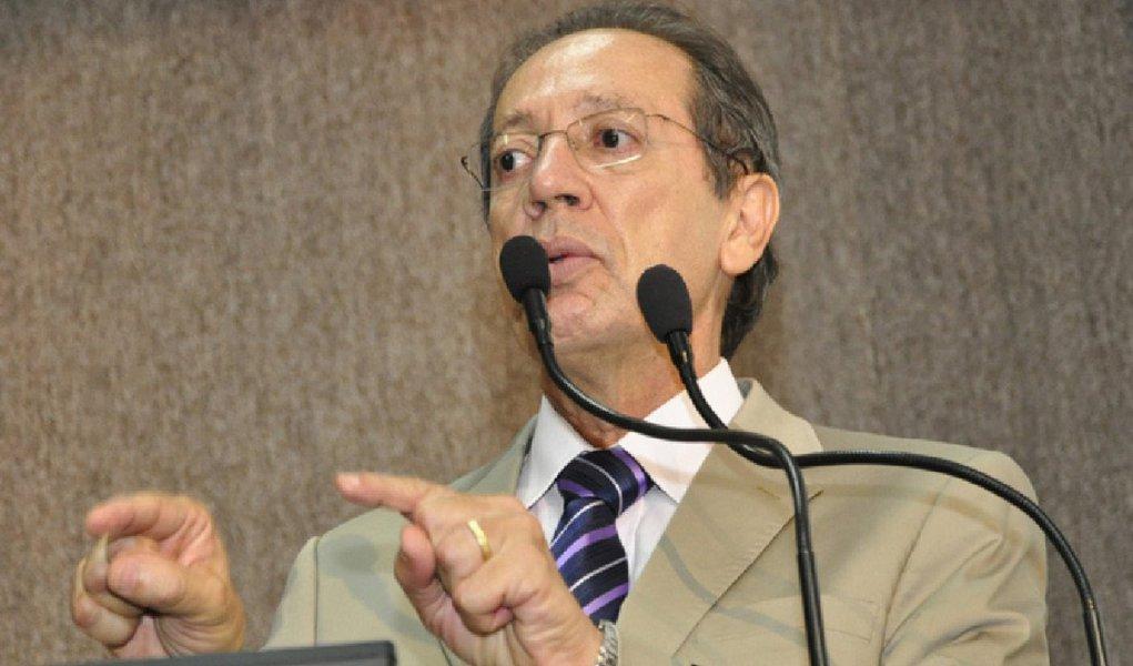 """O vereador Emerson Ferreira (PT) afirmou ontem que está solicitando tanto à Câmara quanto à Prefeitura de Aracaju a relação nominal dos cargos comissionados dos dois órgãos; segundo ele, é preciso """"avançarmos em transparência, porque é assim que se consolida o poder, é assim que se fortalece a cidadania"""""""