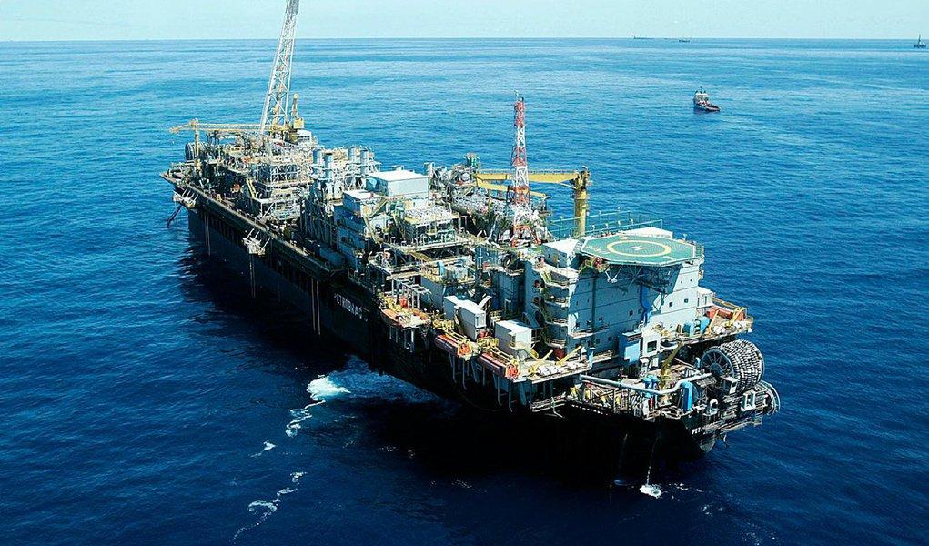 A 13ª Rodada de Licitações de Blocos Exploratórios de petróleo atraiu 39 empresas, número superior ao da rodada passada; a 13ª Rodada de Licitações está marcada para o dia 7 de outubro. Serão oferecidos 266 blocos em 22 setores de 10 bacias sedimentares, num total de aproximadamente 125 mil km² localizados em 10 estados brasileiros; os blocos estão distribuídos em 10 bacias sedimentares: Amazonas, Parnaíba, Potiguar, Recôncavo, Sergipe-Alagoas, Jacuípe, Camamu-Almada, Espírito Santo, Campos e Pelotas