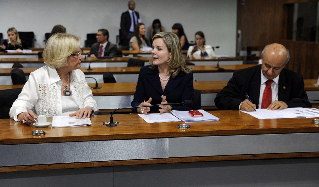 A Medida Provisória (MP) 658/2014, que adia para julho de 2015 a entrada em vigor do marco legal das organizações não governamentais, será debatida em audiência pública nesta quarta-feira (26); o debate foi proposto pela senadora Gleisi Hoffmann (PT-PR), relatora da matéria na comissão mista responsável por analisar o tema. a MP já recebeu 59 emendas