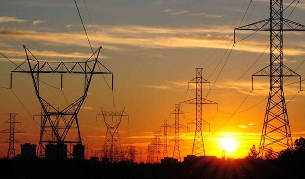 Agência Nacional de Energia Elétrica (Aneel) aprovou nesta terça-feira, 30, um reajuste médio de 5,88% nas tarifas da Energisa Tocantins; para grandes consumidores, o aumento será de 6,52%, e para consumidores residenciais, alta será de 5,64%;novas tarifas vigoram a partir de sábado, 4; a Energisa atende 556 mil unidades consumidoras no Tocantins e sua tarifa já havia subido 4,5% em fevereiro
