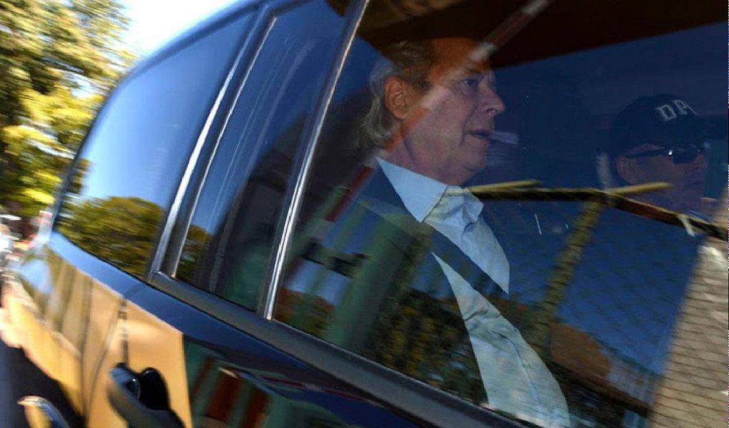 """A defesa de José Dirceu informou, em nota, nesta quinta (13), que o ex-ministro """"não tem qualquer vínculo com a empresa JD2 Consultoria e Participações, como erroneamente foi divulgado pela mídia""""; o advogado Roberto Podval também afirma que José Dirceu """"não conhece nem nunca teve qualquer relação com Alexandre Romano, preso na 18ª fase da Operação Lava Jato"""""""