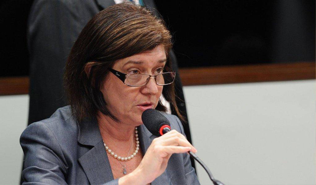 """A diretora-geral da Agência Nacional de Petróleo, Gás Natural e Biocombustíveis (ANP), Magda Chambriard, disse hoje (11), em audiência pública na Câmara dos Deputados, que a agência reguladora jamais recebeu solicitação da Petrobras para construir as refinarias Premium I e Premium II, no Maranhão e Ceará, respectivamente; """"Nem Premium I, nem Premium II. Nenhuma das duas jamais recebeu a solicitação de construção. Essa solicitação jamais foi submetida à ANP"""", disse ela"""