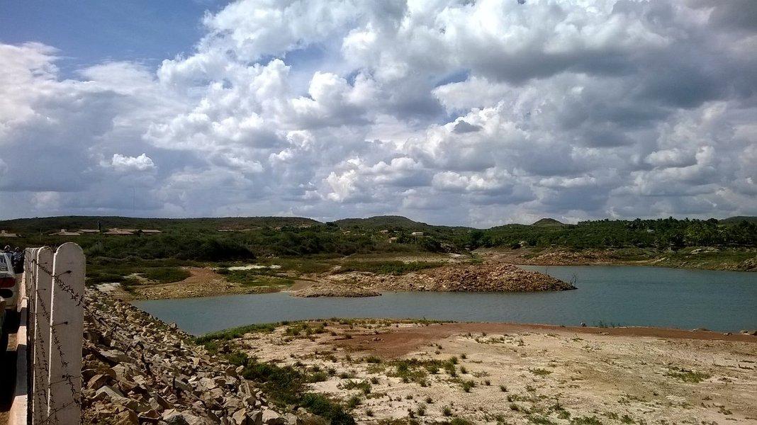 A audiência p[ublica será hoje, as 14:30H, na sala das comissões.Deverão participar representantes da SRH, Secretaria das Cidades do Ceará, COGERH, Arce, professores UFC, da UECE e do IFCE, Conselho Estadual de Recursos Hídricos do Ceará, Comissão Provisória de Senador Pompeu do Partido Ecológico Nacional, Comitê da Bacia Hidrográfica do Banabuiú e Comitê das Bacias Hidrográficas do Baixo Jaguaribe
