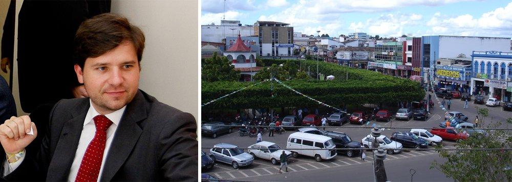 """A prisão do ex-deputado federal baiano Luiz Argôlo (SD) caiu como uma bomba em Alagoinhas e nos municípios vizinhos; segundo publicação da coluna Tempo Presente, do jornal A Tarde, os amigos com os quais Argôlo fazia política e negócios, como compra de carros de luxo abaixo do preço de mercado, """"sumiram da praça"""";os empresários esvaziaram o comércio local e usaram como desculpa a forte chuva que cai em boa parte da Bahia"""