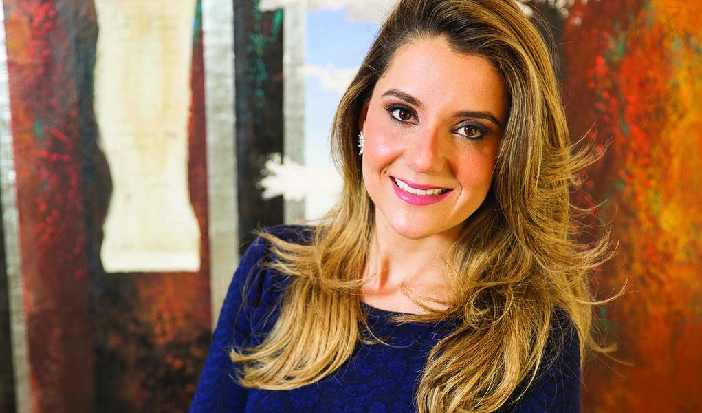 Alvo de investigação da PF, a primeira-dama de Minas Gerais, Carolina Oliveira, apresentou ao STJ (Superior Tribunal de Justiça) petição para se antecipar à quebra de sigilos fiscal, bancário e telefônico para reforçar o argumento da defesa sobre supostos desvios de recursos para campanhas eleitorais