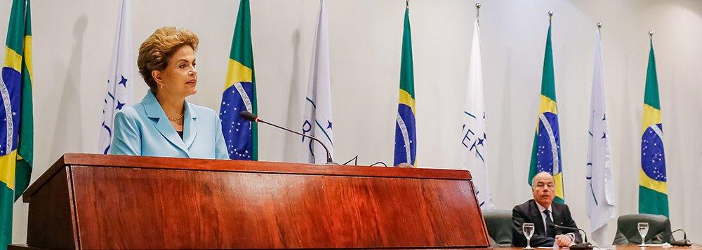 Brasília - DF, 12/08/2015. Presidenta Dilma Rousseff durante cerimônia de formatura da turma Paulo Kol 2013-2015, do curso de formação do Instituto Rio Branco e de imposição de Insígnias da Ordem do Rio Branco. Foto: Roberto Stuckert Filho/PR