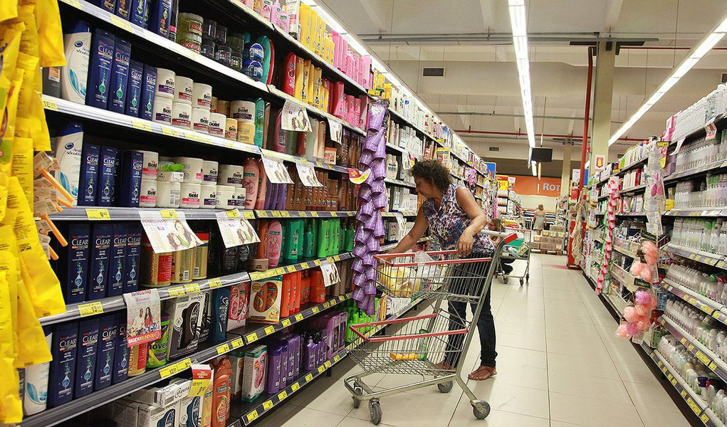 O Índice Geral de Preços-Disponibilidade Interna (IGP-DI) avançou 0,53 por cento em fevereiro, contra alta de 0,67 por cento no mês anterior, diante da desaceleração da alta dos preços ao consumidor