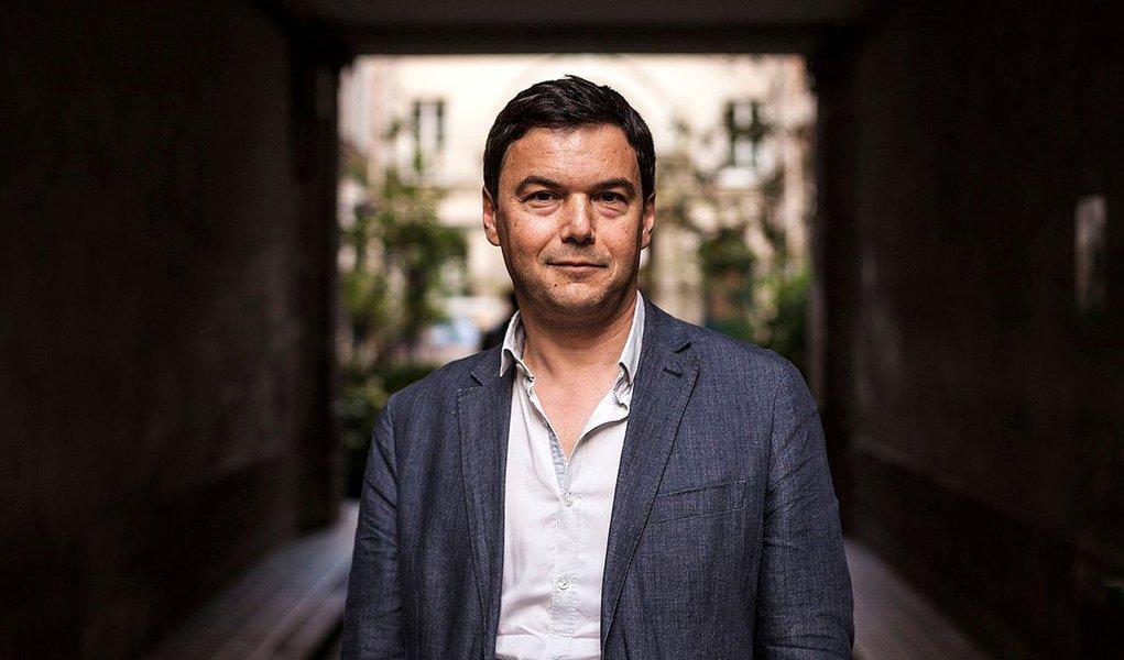 """""""Como em outros países, o Brasil precisa de mais transparência sobre renda e riqueza"""", disse o economista Thomas Piketty, autor do livro O Capital, empalestra na Faculdade de Economia e Administração da USP"""