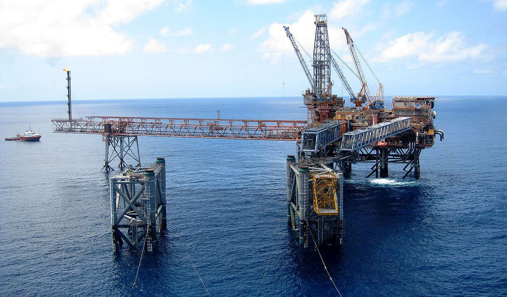 Se a previsão da Agência Nacional do Petróleo, Gás Natural e Biocombustíveis (ANP)for confirmada, o país produziria cerca de 4,4 milhões de barris/dia em até dez anos, ante 2,2 milhões de barris/dia no ano passado; somente a Petrobras previu produzir 4,2 milhões de barris/dia de petróleo, mas em 2020, segundo seu último plano de negócios, que está sendo revisado