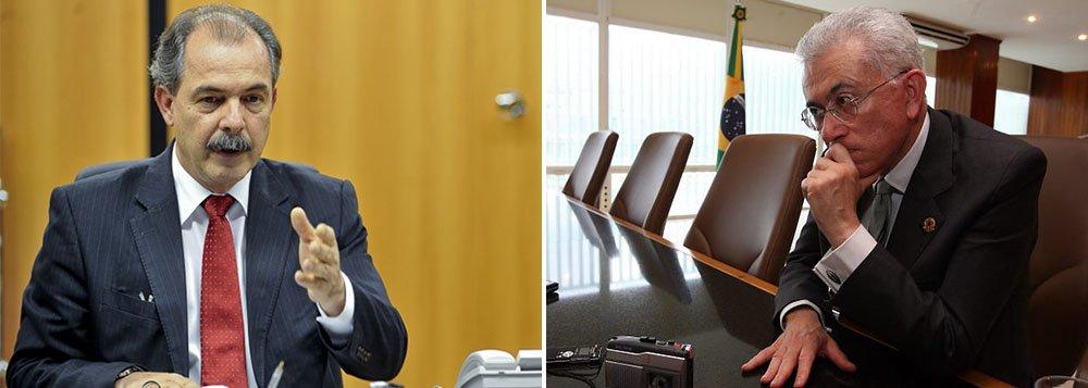 """Ministro de Assuntos Estratégicos, Mangabeira Unger, defendeu recentemente uma revisão completa da política externa brasileira, a começar pelo Mercosul: """"As declarações do ministro Mangabeira Unger causaram desconforto. A posição do governo sobre a política externa é expressa pelas opiniões do competente ministro das Relações Exteriores, Mauro Vieira"""", disse oministro da Casa Civil, Aloizio Mercadante"""