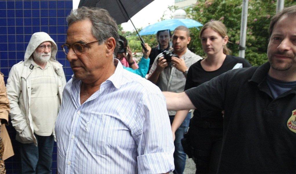 O lobista Milton Pascowitch é o mais novo delator da Operação Lava Jato; acordo foi homologado nesta segunda (29) e, como parte do acerto para a colaboração com a Justiça, o juiz Sergio Moro autorizou a transferência de Pascowitch da carceragem da Polícia Federal, em Curitiba, para a prisão domiciliar, em São Paulo; ele vai usar uma tornozeleira eletrônica; conteúdo das revelações prometidas por Pascowitch, que foi preso em maio, ainda não é conhecido