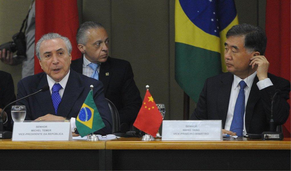 """A China vai entrar com US$ 15 bilhões e o Brasil, com US$ 5 bilhões; anúncio foi feito nesta sexta-feira, 26, pelo governo brasileiro, após a reunião da Comissão Sino-Brasileira de Alto Nível de Concertação e Cooperação (Cosban); """"Destino desse fundo é o financiamento de projetos prioritários em logística e na indústria por meio de joint ventures [associação de empresas] com companhias locais. O objetivo é permitir que esses projetos possam vir a ser financiados por esse fundo bilateral"""", dissesubsecretário do Ministério das Relações Exteriores, José Alfredo Graça Lima"""