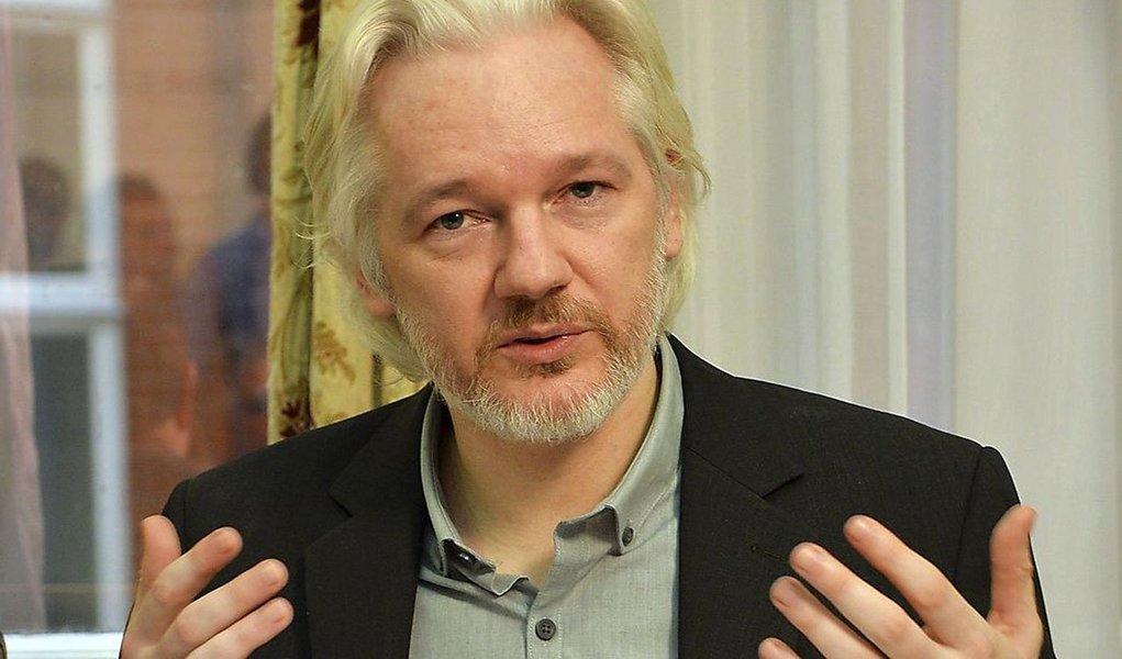 Procuradores suecos disseram nesta quinta-feira que suspenderam as investigações sobre as acusações de abuso sexual feitas em 2010 contra o fundador do WikiLeaks, porque venceu o prazo de apresentar acusações formais; os procuradores disseram, no entanto, que iriam continuar com investigações sobre um suposto estupro cometido porJulian Assange