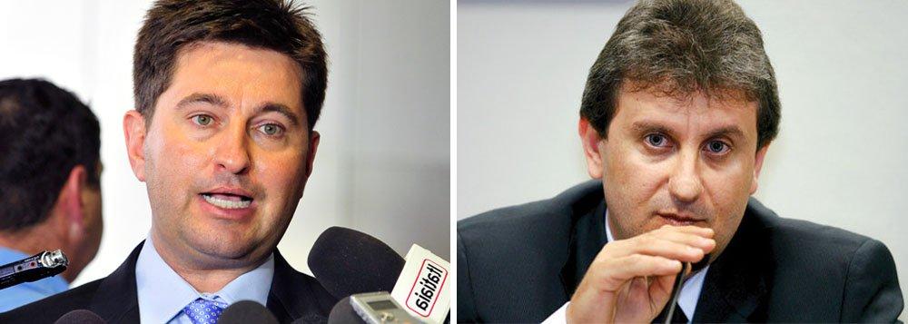 """Deputado federal Jerônimo Goergen (PP), informou, em seu escritório em Porto Alegre, que irá interpelar judicialmente o Alberto Youssef por ter sido citado pelo doleiro como um dos beneficiados no esquema de corrupção da Petrobras; """"Houve uma citação e eu quero que agora o doleiro apresente provas. Até que se entenda o que acontece, é um choque. Provar a inocência é o desafio da minha vida"""", disse; PP é o partido com o maior número de políticos que responderão a inquéritos (32); """"Acho que o partido acabou"""", afirmou o parlamentar"""