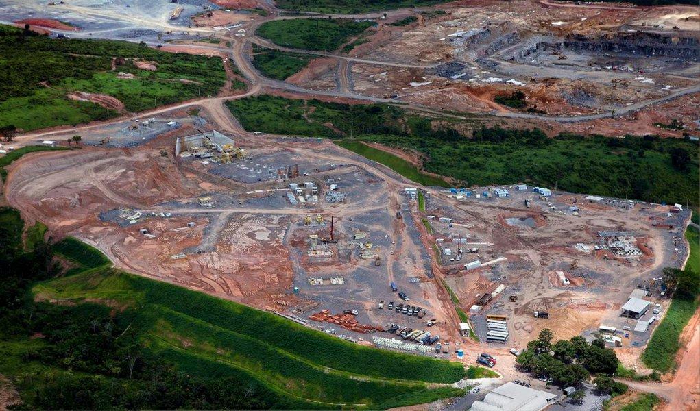 O Tribunal de Contas da União vai iniciar uma investigação sobre recursos públicos usados na construção da Usina Hidrelétrica de Belo Monte (PA); a decisão foi tomada após pedido do Ministério Público para que fosse analisada a participação de empresas investigadas na Operação Lava Jato, que apura desvios de recursos na Petrobras, em outra estatal do país, a Eletrobras, do setor elétrico; a obra de Belo Monte está estimada atualmente em cerca de R$ 33 bilhões