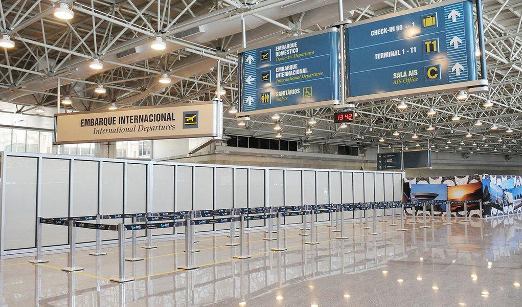 Conselho Nacional de Desestatização propôs à presidente Dilma Rousseff a inclusão dos aeroportos internacionais de Porto Alegre, Salvador, Florianópolis e Fortaleza no Plano Nacional de Desestatização; resolução foi publicada no Diário Oficial da União desta segunda-feira (29)