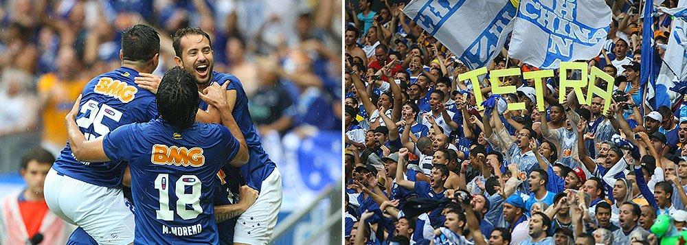 Com duas rodadas de antecedência do final do Campeonato Brasileiro, o Cruzeiro garantiu mais um título neste domingo no Mineirão com vitória de 2 a 1 sobre o Goiás;a Raposa já havia sido campeã brasileira em 1966, 2003 e 2013