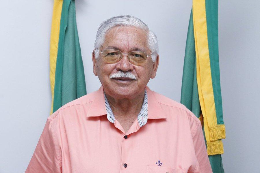 O prefeito Raimundo Macedo é acusado de contratar cooperativa para ser intermediária ilícita de mão de obra