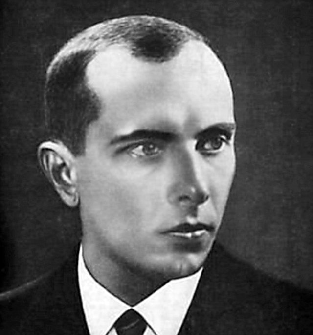 """Lamentavelmente, as """"democracias"""" ocidentais fecham vergonhosamente os olhos diante das ações dos herdeiros de Bandera, o cúmplice de Hitler"""
