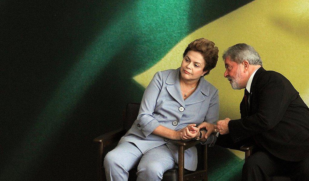 Em almoço previsto para esta terça-feira em São Paulo, presidente Dilma Rousseff deve levar ao ex-presidente agravamento da crise no Congresso com a lista de Rodrigo Janot ao STF; desde o último encontro, há um mês, Dilma multiplicou aparições públicas e tem dialogado mais com a sua base governista e com lideranças do PT; principal preocupação do Planalto é aprovar pacote de ajustes