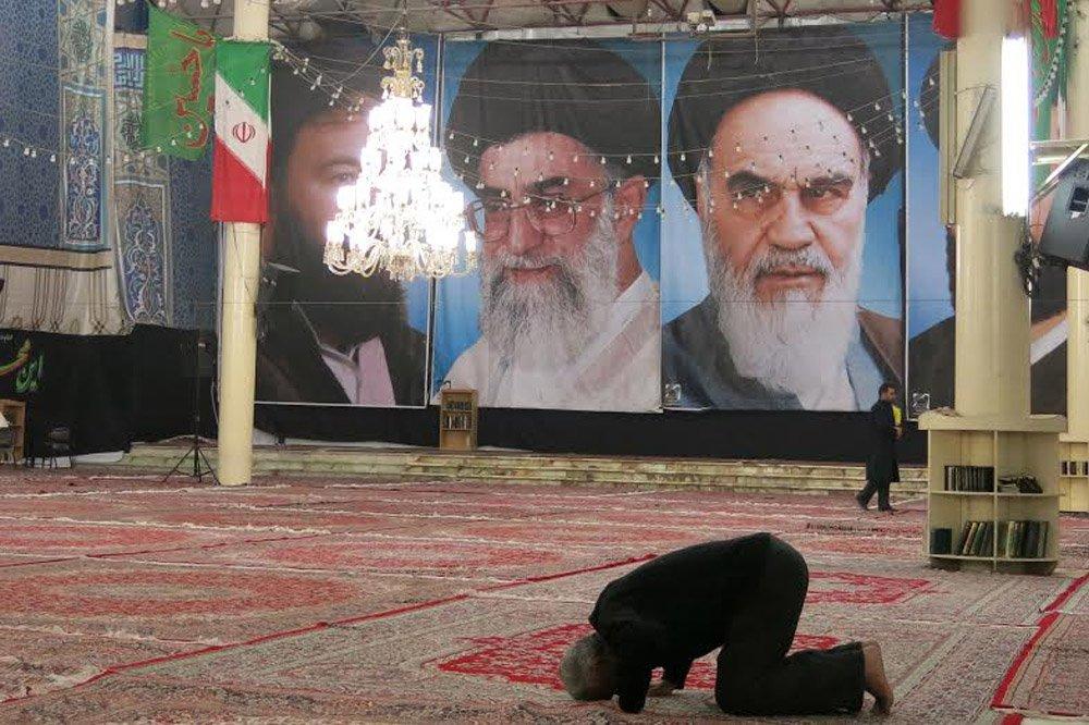 Influente, poderoso e um dos maiores países do Oriente Médio, o Irã é retratado, junto com seu povo e sua cultura, neste ensaio do cartunista Carlos Latuff; confira imagens feitas no país na semana passada
