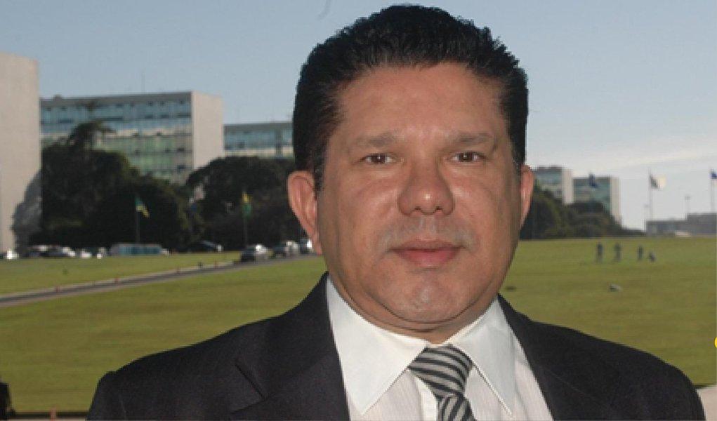 """O deputado federal Sandes Júnior (PP-GO) pediu para se afastar dos trabalhos da CPI da Petrobras. O parlamentar é um dos que devem ser investigados pelo Supremo Tribunal Federal (STF) por suspeitas de envolvimento em um escândalo de corrupção na estatal; """"Embora eu seja suplente, tanto é que não estou na CPI, pedi meu afastamento para o líder [Eduardo da Fonte (PP-PE)] e ele concordou"""", disse"""