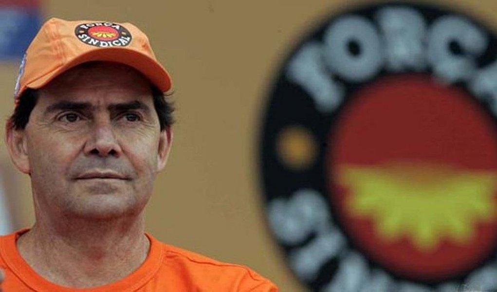 """Segunda maior central sindical do Brasil e defensora da proposta que amplia a terceirização das contratações, a Força Sindical, do deputado Paulo Pereira (SD), foi condenada nesta semana pelo Tribunal Superior do Trabalho (TST) a reconhecer o vínculo empregatício com um ex-coordenador do Centro de Solidariedade ao Trabalhador (CST), administrada pela entidade; """"Por mais de oito anos, a central sindical terceirizou mão de obra, e esse trabalhador foi contratado por distintas cooperativas ao longo desses anos"""", afirmou o relator do recurso, ministro João Oreste Dalazen"""