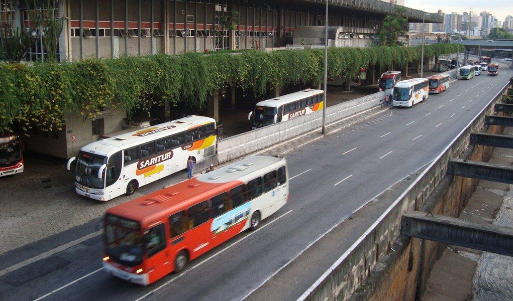 As tarifas dos ônibus intermunicipais rodoviários serão aumentarão, em média, 9,31%, a partir das 0h desta quarta-feira (17), em Minas Gerais; o aumento está previsto em contrato, de acordo com a Secretaria de Estado de Transportes e Obras Públicas (Setop); os ônibus que ligam os municípios mineiros atendem, em média, 6 milhões passageiros por mês; o reajuste não é válido para linhas que circulam na Região Metropolitana de Belo Horizonte