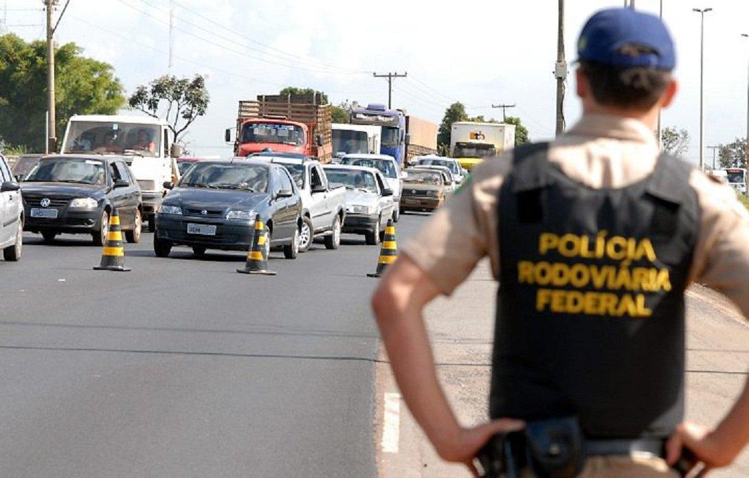 Trecho que corta Alagoas é considerado o mais perigoso do País para o tráfego de ônibus interestaduais; é o que aponta o mais recente levantamento elaborado pela Agência Nacional de Transportes Terrestres (ANTT); dados são referentes ao ano passado e apontam que, neste período, a rodovia que atravessa o estado teve o registro de 24 assaltos a transportes coletivos; Alagoas teve mais ocorrências que o trecho da BR-365, em Minas Gerais, que contabilizou 19 assaltos a ônibus interestaduais em 2014
