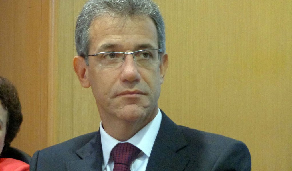 A proposta apresentada por Renan Calheiros (com a aprovação tácita de Joaquim Levy - o que não é surpreendente), que prevê o pagamento por serviços do SUS em função das faixas de renda, caso aplicada, seria um retrocesso lamentável