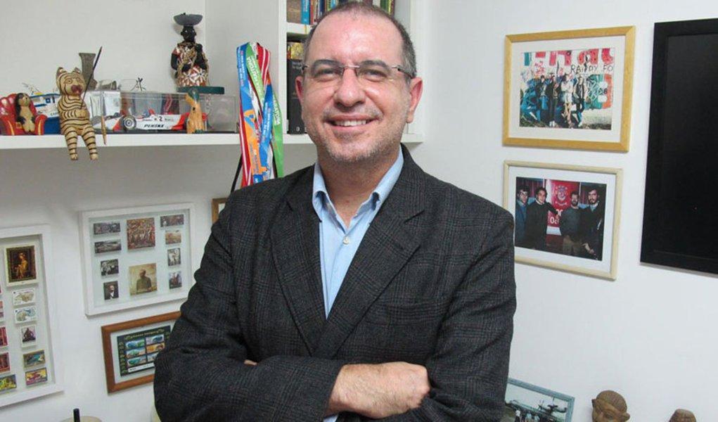 """Editor do site Viomundo, o jornalista Luiz Carlos Azenha conta a história do empresário Airton Daré, já falecido, que pagava propinas a políticos, com recursos desviados de Furnas, por meio da empresa Bauruense; """"O fato é que existe, sim, um inquérito envolvendo a Bauruense, que resultou em denúncia feita pela promotora Andréa Bayão Pereira, em 25 de janeiro de 2012"""", diz ele; """"A pergunta que não cala: será que Rodrigo Janot se deu ao trabalho de consultar os autos nos quais foi baseada a denúncia da promotora?"""""""