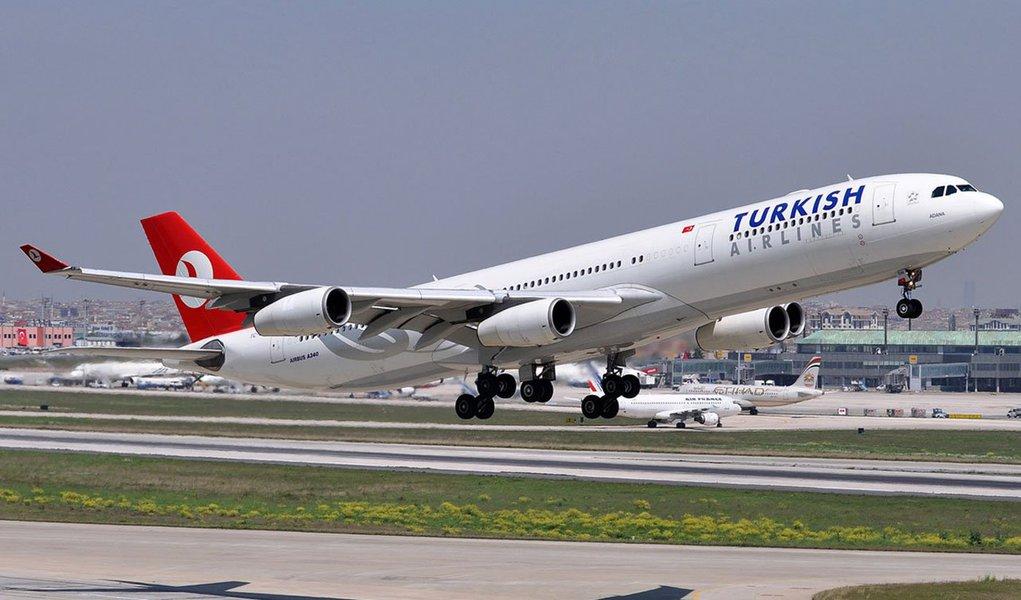 Boeing 777-300ER, da companhia Turkish Airlines, da Turquia, saiu de Istambul e aterrissou em segurança no aeroporto de Casablanca, depois de ter sido encontrado um bilhete que dizia que havia uma bomba em um dos banheiros